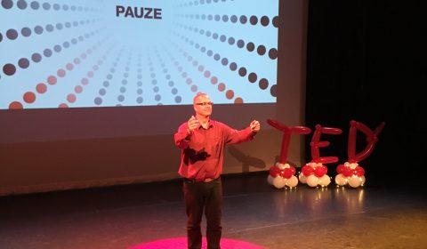 Rudy Veraar op podium TEDxAlmere 2017